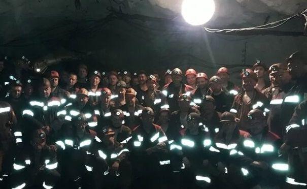 Бастующим под землей украинским шахтерам вместо денег пообещали меморандум