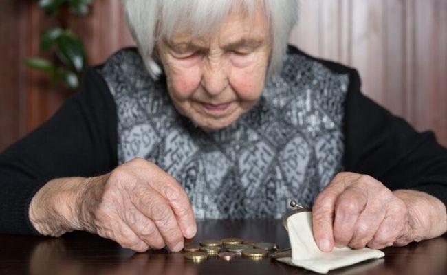 бабушка получила пенсию 12000