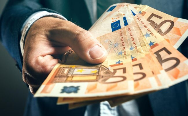 Эксперт рассказал опричинах ипоследствиях скачка курса евро