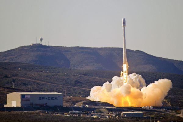 SpaceX запустила ракету Falcon 9 с секретным спутником Zuma