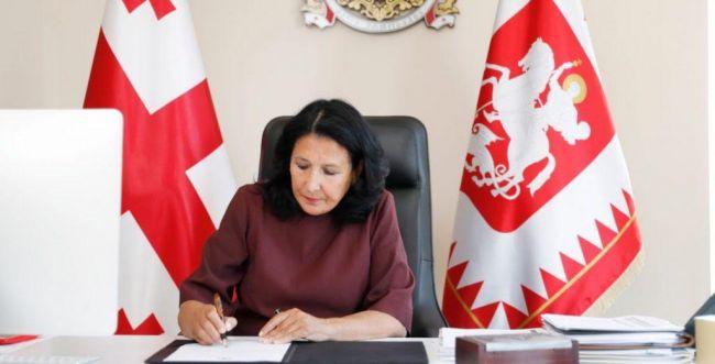 Зурабишвили призвала доказать, что Грузия— крайне демократическая страна