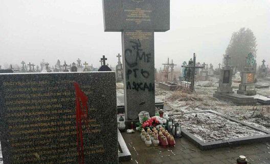 """Львівські поляки побачили """"слід Кремля"""" у спаплюженні пам'ятників"""