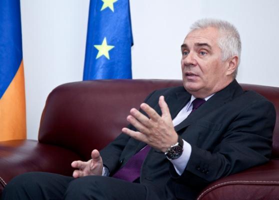 Никто не может навязать сторонам решение по Карабаху. Посол ЕС прокомментировал заявление экс-посла США в Армении