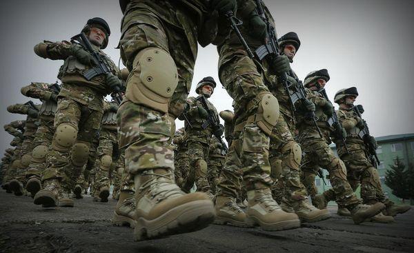 Солдата НАТО с гранатометом сняли с памятника советским воинам в Эстонии