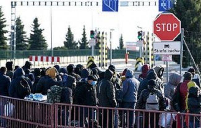Украина закрыла границы для пешеходов, оставив на кордоне только 19 КПП