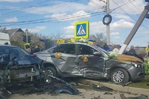 Автомобиль из свадебного кортежа попал в страшное дтп башкирия