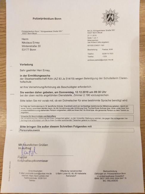 Ein Dokument der Polizei zur Einleitung eines Strafverfahrens gegen Ernay.