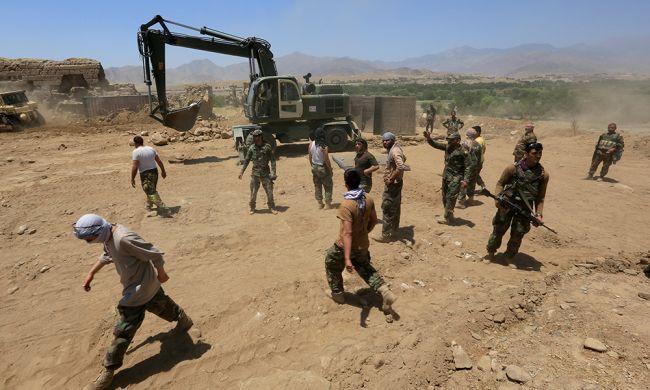 Талибы взяли под контроль ключевой КПП награнице сИраном